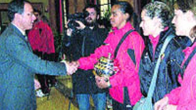 Miguel Ángel Cámara recibió a las jugadoras del Club Atlético voleibol Murcia 2005 (Ayto. Murcia).