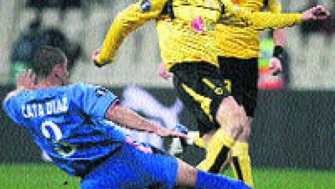 El Getafe obtuvo ayer un buen resultado en los 1/16 de final de la Copa de la UEFA tras empatar (1-1) en Atenas ante el AEK (REUTERS).