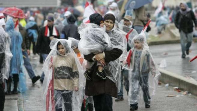 Algunos de los manifestantes, llegando a la Plaza de los Mártires. (REUTERS/Sharif Karim)