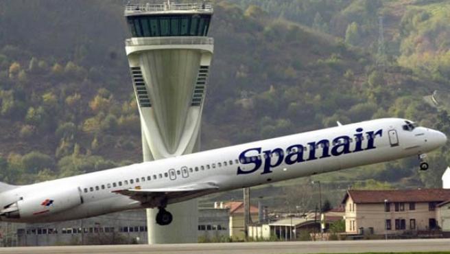 Un avión de la compañía de vuelos chárter Spanair. (EFE)