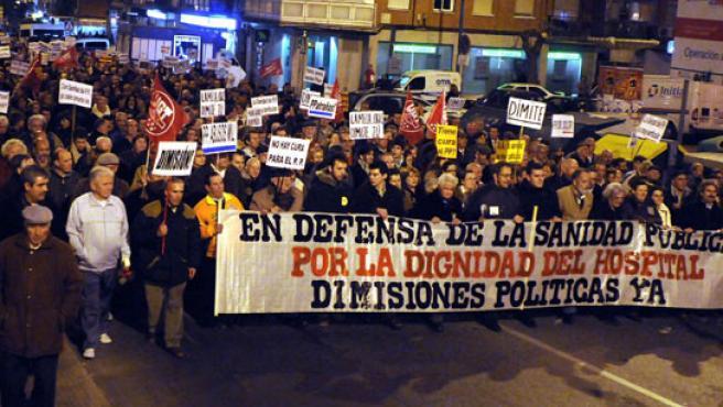 La cabezera de la manifestación que ha recorrido las calles de Leganés en defensa de los médicos del Severo Ochoa