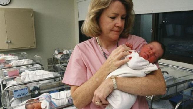 Imagen de archivo de bebés recién nacidos.