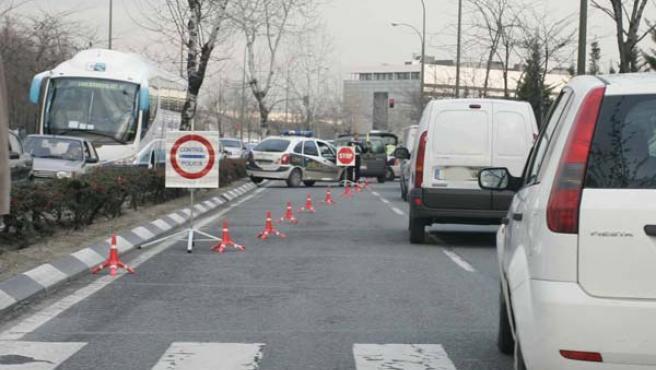 Un control policial a la entrada de Ifema, Madrid.
