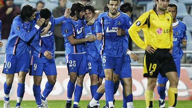 Granero celebra un gol con sus compañeros. (Reuters)