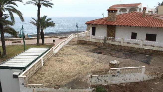 Un grupo de vecinos de Villaricos se ha organizado para luchar contra la edificación junto a la playa. (SALVEMOS VILLARICOS)