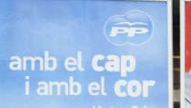 Carteles electorales de Rajoy y Zapatero (REUTERS)