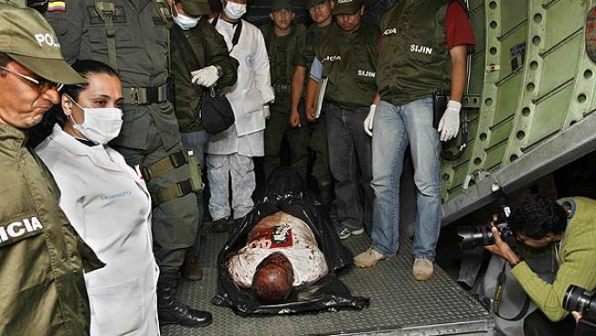El cadáver de Raúl Reyes, portavoz de las FARC, trasladado a Bogotá.