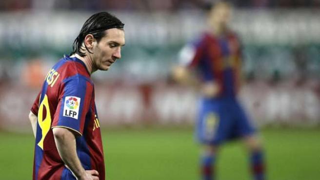 Leo Messi se muestra abatido durante el partido contra el Atlético (Reuters).
