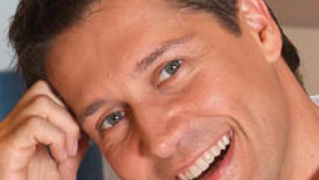BIO Nació en Jerez hace 34 años, aunque lleva 7 en Madrid. Está soltero y presenta Dónde estás, corazón, en Antena 3.