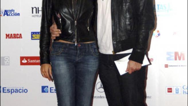 Manu Tenorio y Silvia Casas posando durante el Masters Senior Madrid.