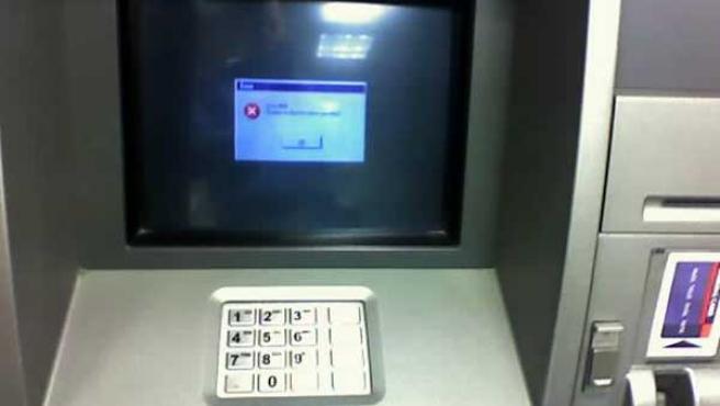 Un dispensador de billetes muestra un mensaje de error.