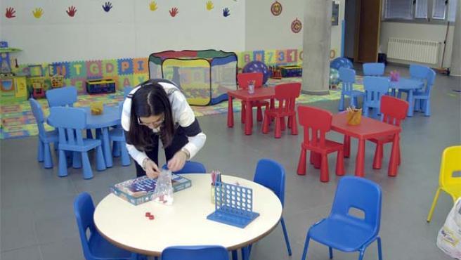 Los horarios laborales obligan a dejar a los niños en las guarderías cada vez antes. (Foto: Archivo)