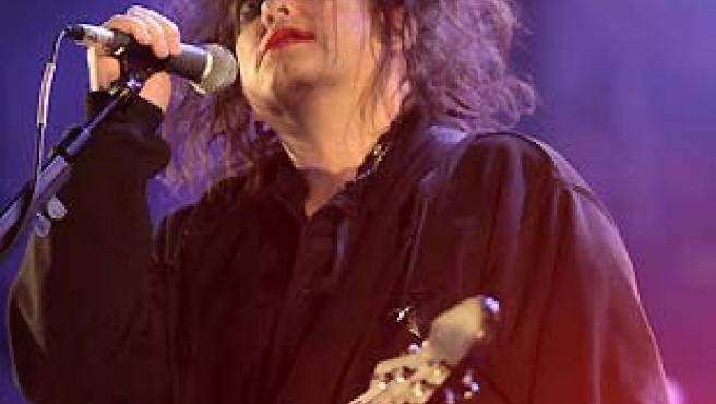Robert Smith, cantante del grupo británico The Cure. (Kai Försterling / EFE)