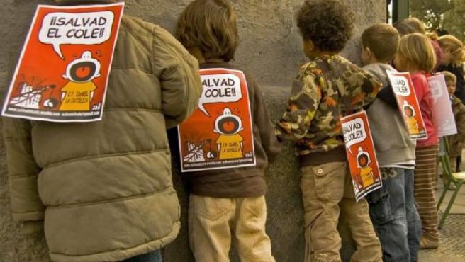 Alumnos del colegio Isabel la Católica, en la protesta del viernes 29.