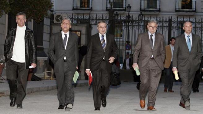 Representantes de Nafarroa Bai al Senado, el Gobierno, el PSOE, CIU y el PNV, a su llegada a la Cámara Baja (EFE/Ballesteros)
