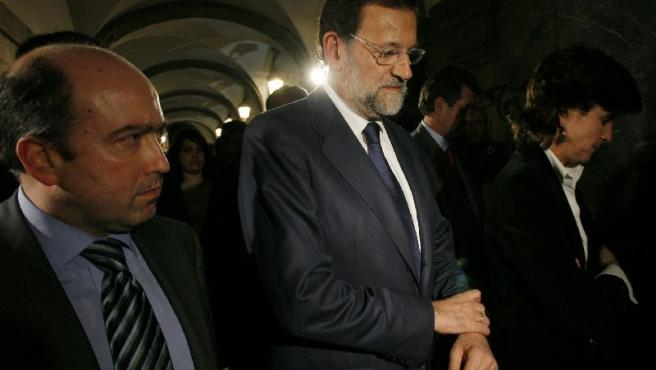 Mariano Rajoy y María San Gil, a su llegada a la capilla ardiente.