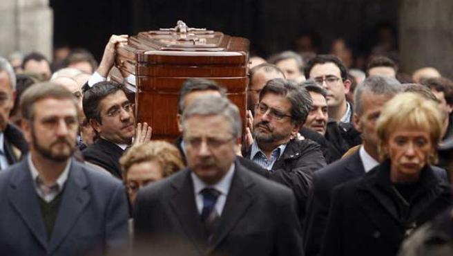 De Lluch a Carrasco: los doce socialistas que asesinó ETA y que recuerdan  los críticos al pacto de Sánchez con Bildu