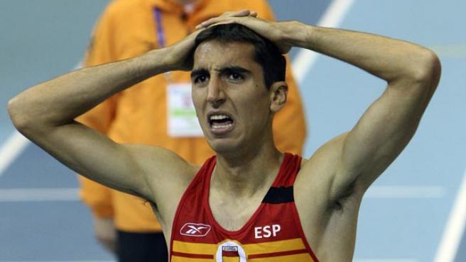 Arturo Casado lamenta su cuarta plaza en la final de los 1.500 metros. (EFE)