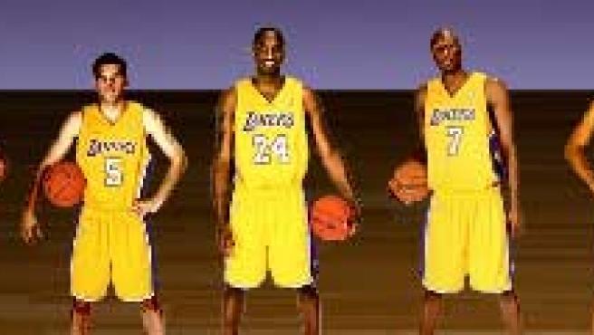 Pau Gasol todavía no sale en la foto oficial de Los Ángeles Lakers. (FOTO web de los Lakers)