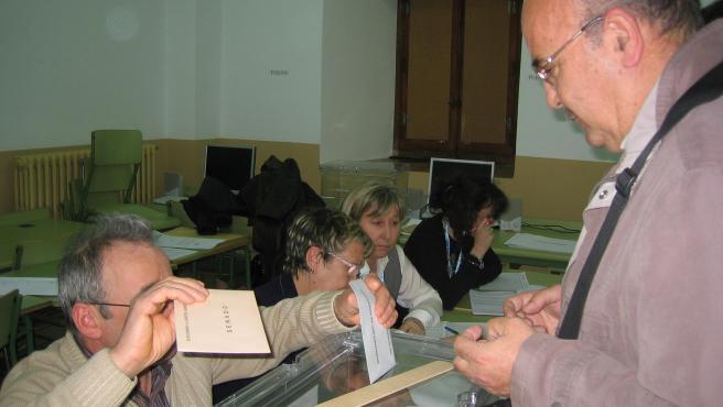 Votación en el Instituto de Educación Secundaria Antonio Machado de Soria