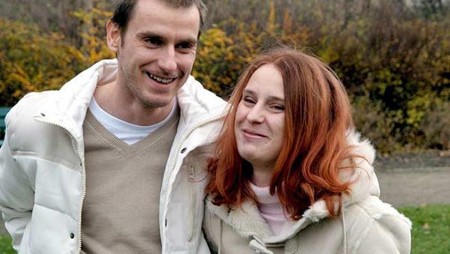 Patrick S., de 31 años, y Susan K., de 23, crecieron separados(EFE/Idecon-Team)