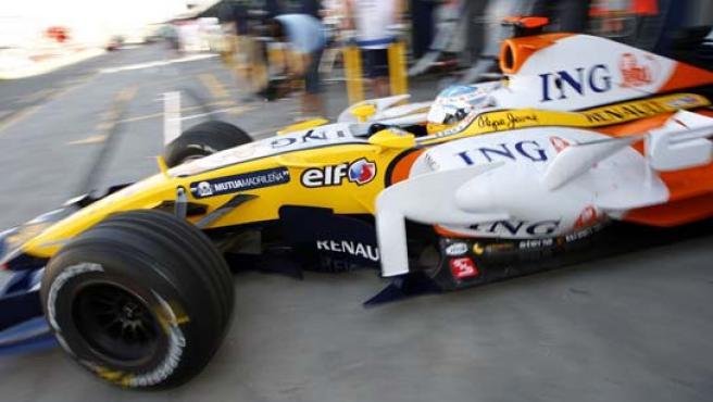 Fernando Alonso durante los entrenamientos libres del Gran Premio de Australia. (AP).