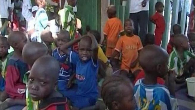Algunos de los 103 niños del Arca de Zoé. (ARCHIVO)