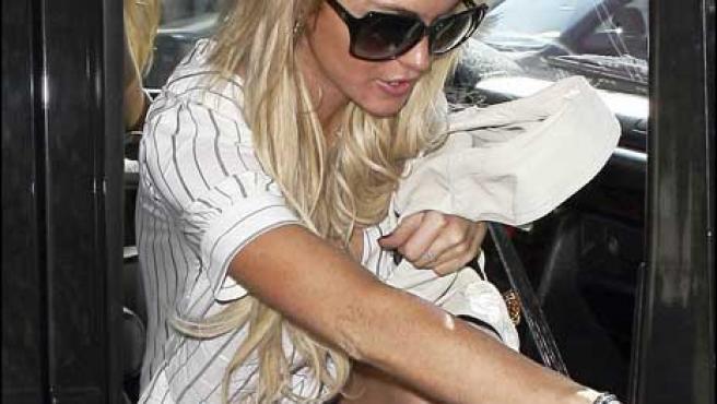 La actriz, bajando de un coche
