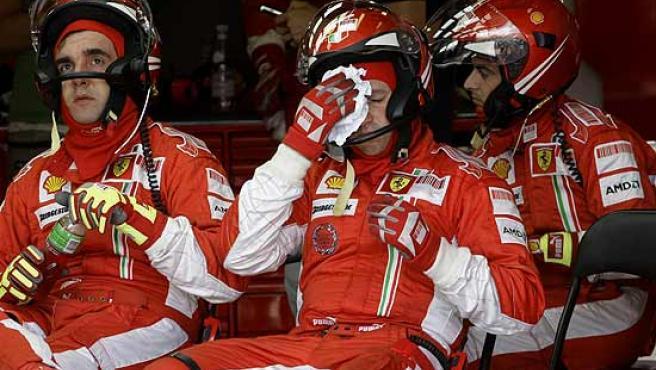 Decepción entre los mecánicos del equipo Ferrari.