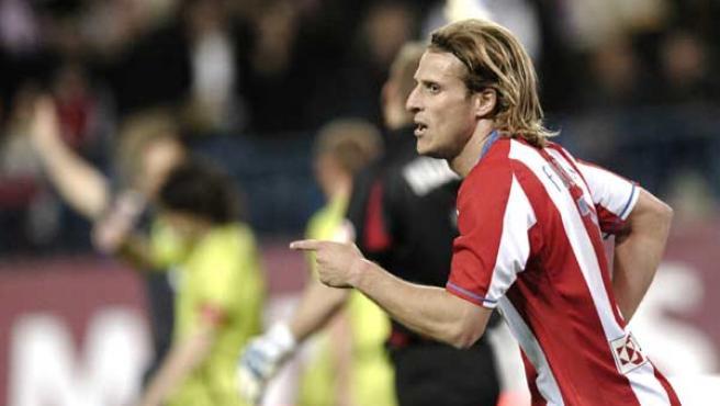 Forlán marcó dos goles al Levante (EFE).