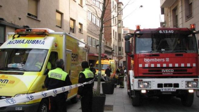 Bomberos, ambulancias y Policía Local se desplazaron hasta el lugar de los hechos. (NÚRIA TORRES/ACN)