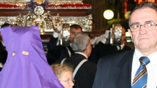 El preso procesiona junto a Jesús Cautivo