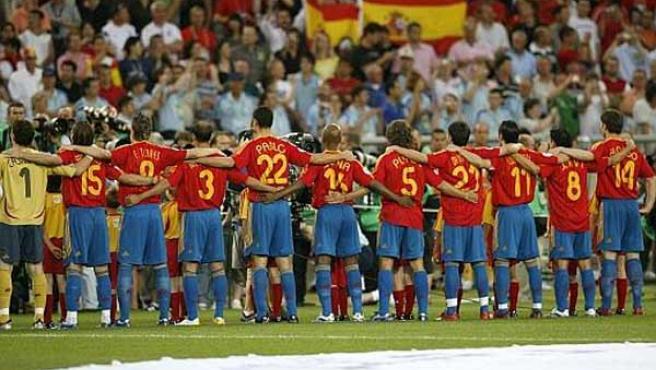 Los integrantes de la selección española de fútbol, antes de un partido.