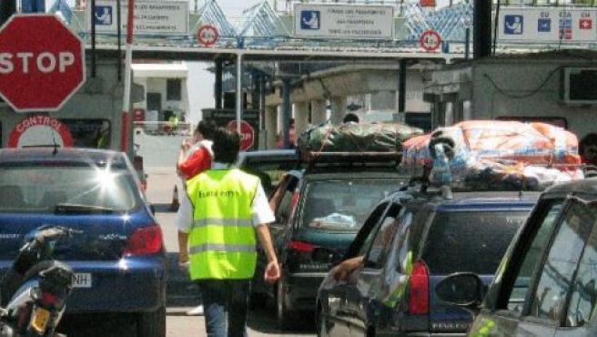 Imagen de vehículos esperando para embarcar en Algeciras.