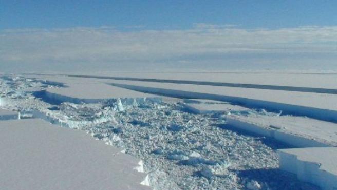 La plataforma de hielo Wilkins, en la Antártida, también ha empezado a derretirse (EFE).