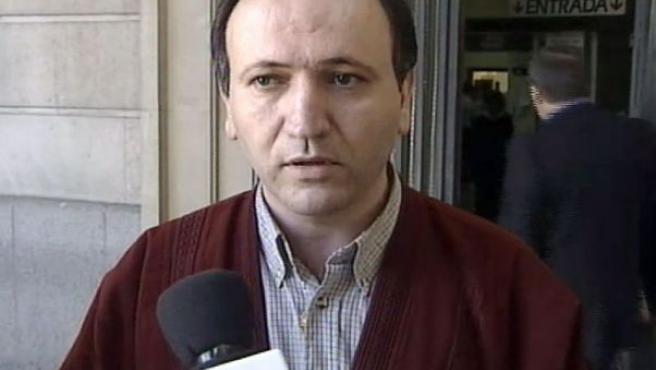 Imagen cedida por Canal Sur TV emitida el 09-10-2001, de Santiago del Valle García, a la salida de los juzgados de Sevilla.