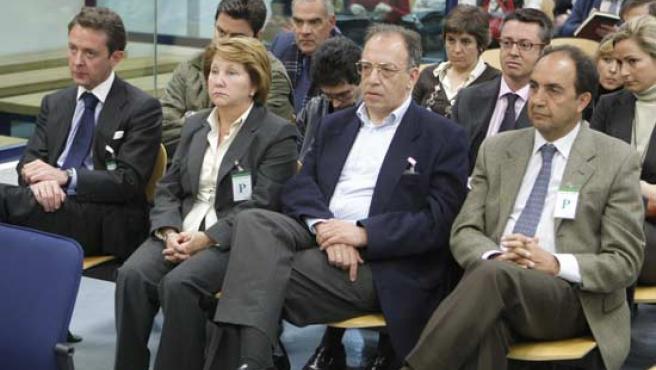 Antonio Camacho (izda)durante la lectura de la sentencia. (Foto: Ángel Díaz / EFE)