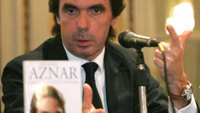 José María Aznar en la presentación de su libro 'Cartas a un joven español' en Buenos Aires. (EFE)