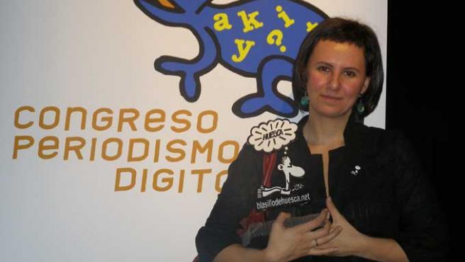 Melisa Tuya, junto a Forges, después de recibir el Premio Blasillo 2008 en Huesca (DAVID RAMOS)