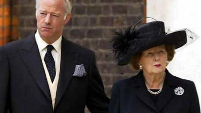 Mark Thatcher, con su madre, ex primera ministra británica.