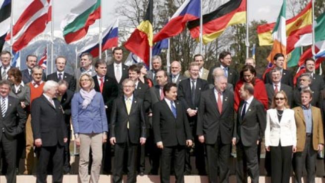 Foto de familia de la reunión informal de Ministros de Exteriores de la Unión Europea, en Brdo pri Kranju ( Eslovenia)