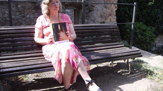 La escritora británica en los jardines de la Francesa