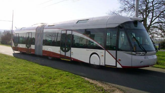 Uno de los vehículos metrobús que circulan por Bolonia.