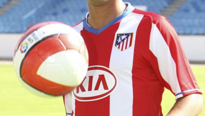 El delantero José Antonio Reyes durante su presentación con el Atletico.