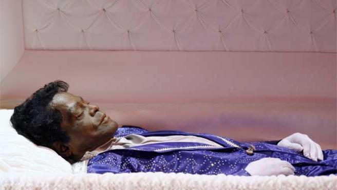 Los restos mortales de James Brown descansan en paz... hasta nueva orden.