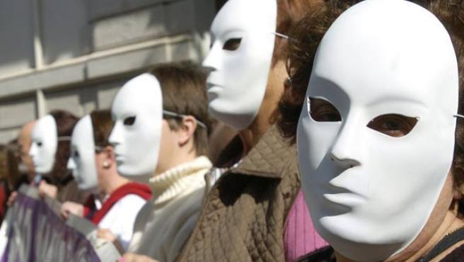 Concentración contra la violencia machista ante el Ayuntamiento de Granada (EFE.