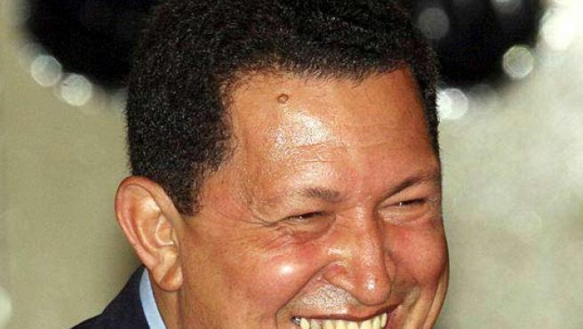 La foto de la polémica de Chávez 'como' Mickey Mouse. (REUTERS).