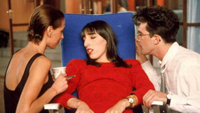 María Barranco, Rossy de Palma y Antonio Banderas en una imagen de la película de Almodóvar.