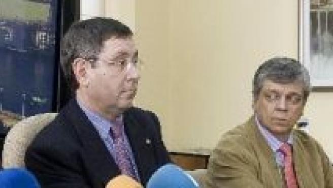 Sergei Kolchokd (ministro ruso de Educación), Mikel Cabieces (alcalde de Portugalete) y el peluquero Luis Hurtado.