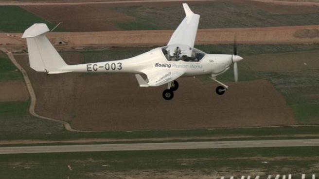 Boeing ha presentado en Ocaña (Toledo) el primer avión capaz de volar con una pila de combustible a base de hidrógeno. (EFE)